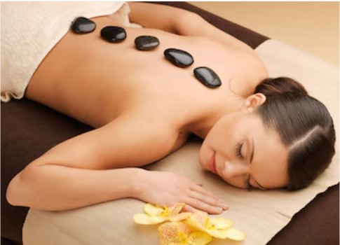 Hot stone therapy melts away tension-Chinese massage
